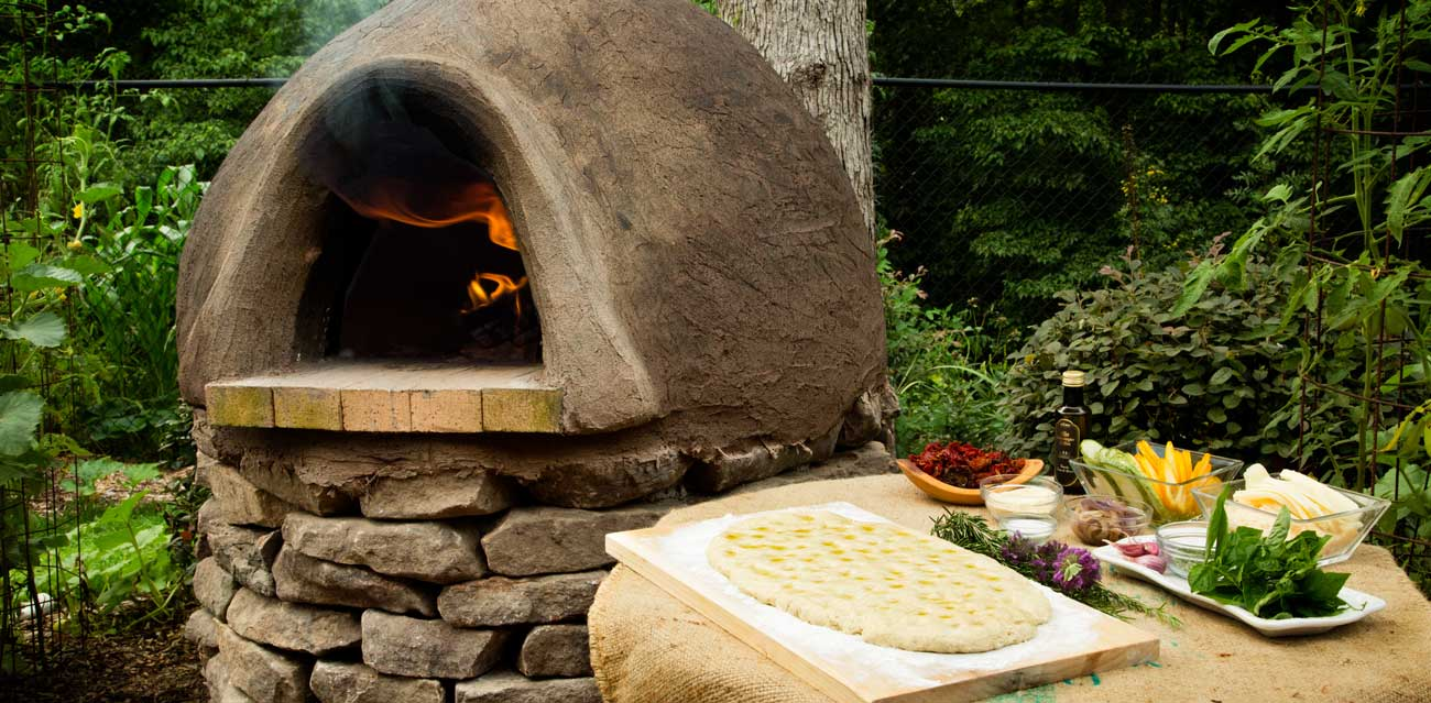 How To Make a Wood-Fired Oven With Cob thumbnail